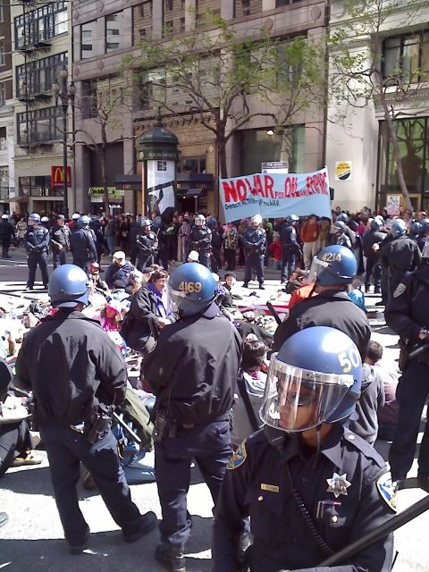 Protesters and cops in San Francisco, March 19 2008, Photo courtesy IndyBay.org