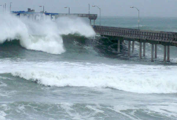 high surf over pier 1-19-10 nate