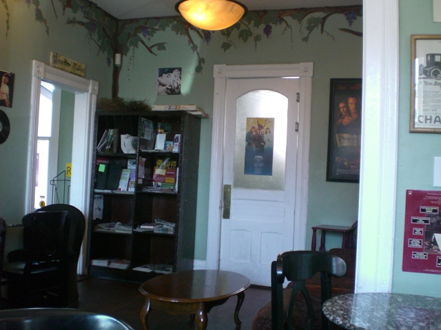 Review Living Room Coffeehouse In Point Loma