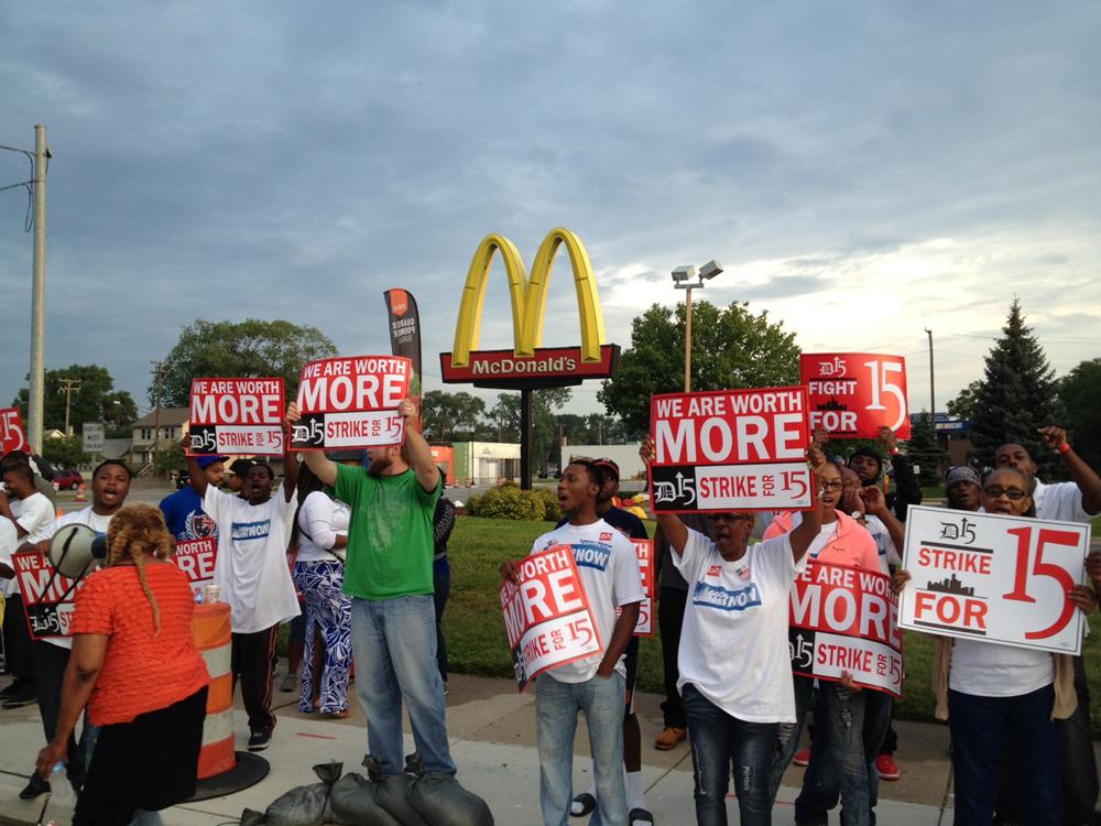 external image fast-food-worker-protest.jpg